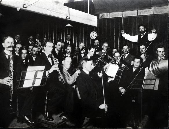 Sir Henry Wood recording with the Queens Hall Orchestra for the Columbia Gramophone Company around 1912 © EMI Group Archive Trust